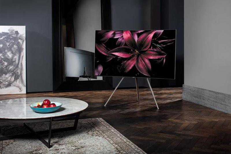 """Một chiếc TV QLED với thiết kế """" tối giản tối thiểu """" sẽ là một lựa chọn quá ổn cho không gian Minimalist, nếu bạn là một người ưa thích những món đồ công nghệ nhưng vẫn yêu cầu một thẩm mỹ nhất định cho chúng."""