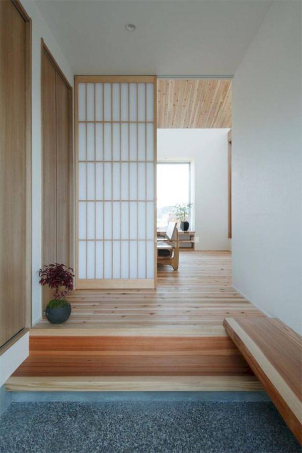 Dù ngăn giữa các không gian thì các khung cửa trượt vẫn giúp lưu thông không khí và năng lượng trong nhà