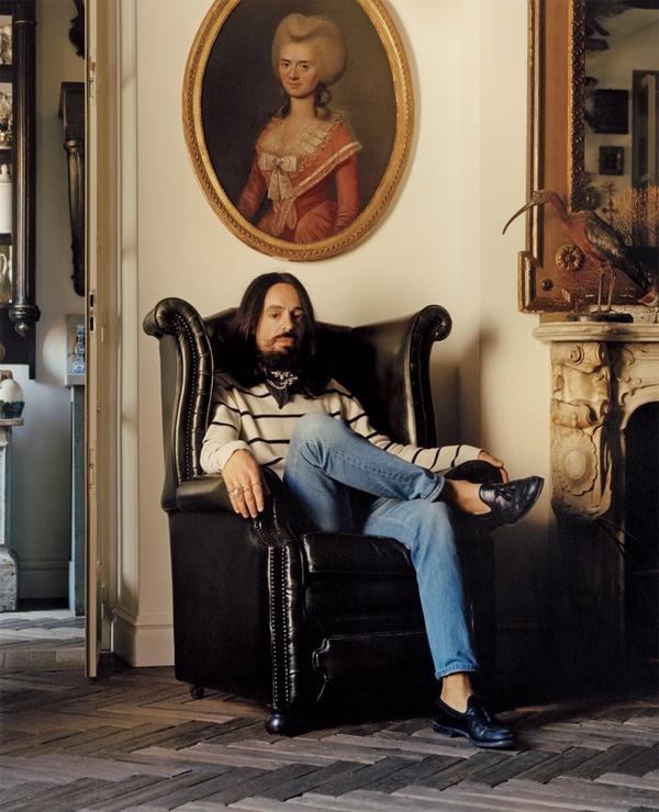 Alessandro Michele – giám đốc sáng tạo Gucci là một tín đồ của Nội thất Maximalism. Ảnh chụp tại căn hộ của Michele tại Ý.